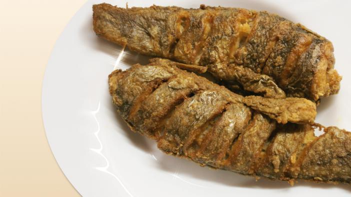 Rorogósra sütött halat, főleg nyáron nagy melegben, mikor a főtt ételt nem nagyon kívánjuk,akár főételnek is kínálhatjuk...