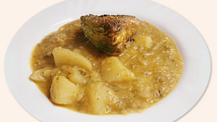 A kelkáposzta főzelék is az olcsó és finom ételek közé sorolható. Az alábbi feltétek nagyon illenek hozzá: Sült oldalas, tükörtojás, sült virsli, lecsókolbász hagymás szaftban, rántott párizsi, rántott szelet, lehet a főzelékbe füstölt kolbászt bele főzni, sült kolbász, sűlt szalonna stb...