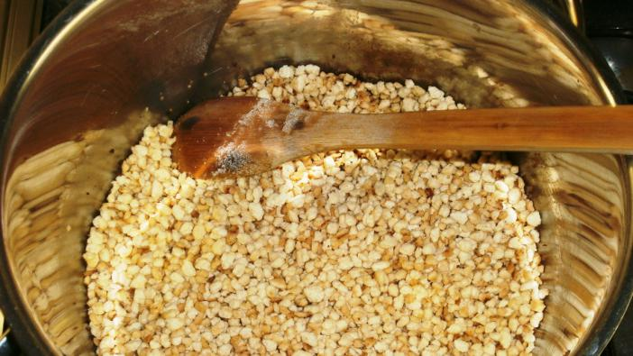 Alapanyagok1 rész tarhonya, 2 rész víz, 1-2 ek zsír, só ízlés szerint1 főre száraztészta főételnek 10-15 dkg...