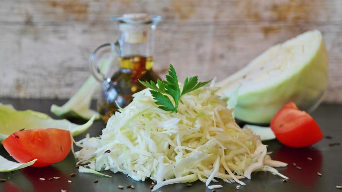 Medve hagymás káposzta saláta